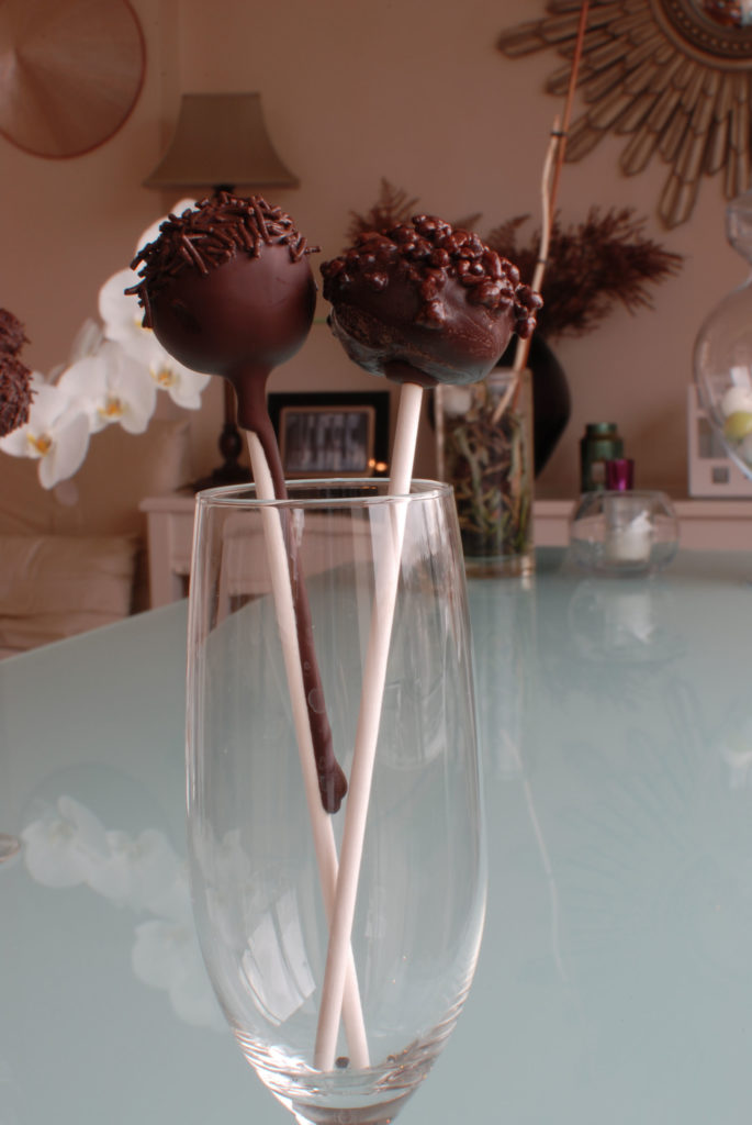 aunoralurra-cake pops-food blogcake-chocolate ganache