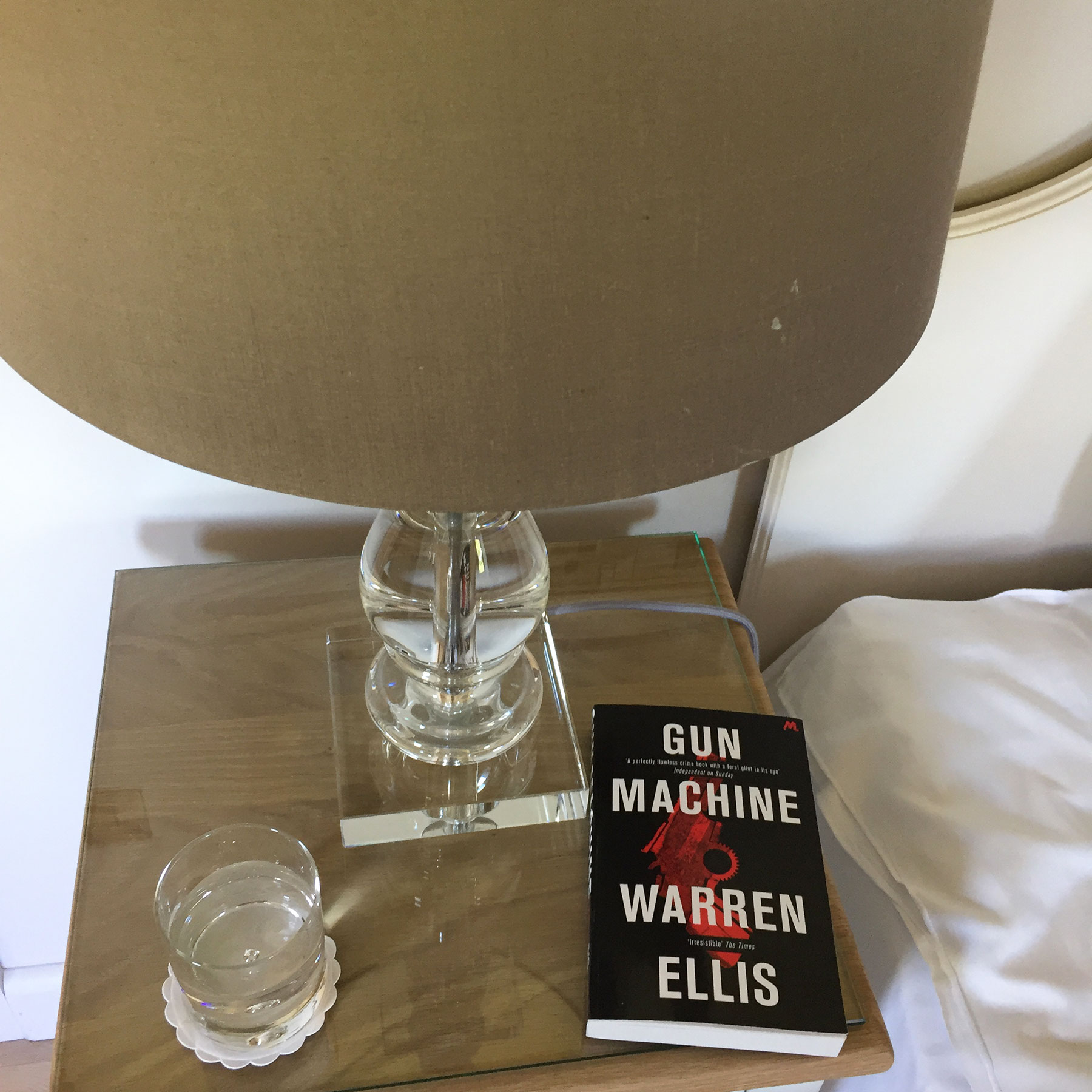 gun machine, warren ellis, suggestions of what books to read; review by aunoralurra, 建議; 제안; 提案اقتراحات; forslag; suggesties; ehdotuksia; Vorschläge; προτάσεις; manaʻo kōkua; הצעות; सुझाव; javaslatok; tillögur; saran; moltaí; suggerimenti; Suggestioune; پیشنهادات; sugestie; sugestões; ਸੁਝਾਅ; sugestii; предложения; molaidhean; sugerencias; förslag; öneri; books